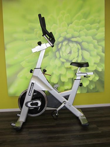 Tomahawk Indoor Cycle, S-Serie mit Cycle Well Ablageständer